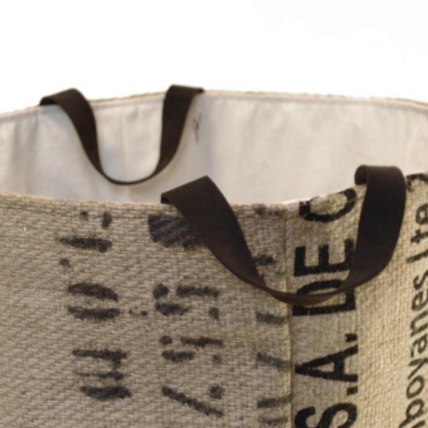 8329d1fc7 Detalle de las asas del capazo de tela de saco modelo Rolf